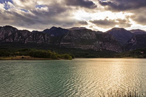 lago castel sa vincenzo riflessi montagna nuvole tramonto luce natura paesaggio