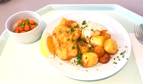 Breaded redfish filet with remoulade & roast potatoes / Rotbarschfilet im Backteig mit Remoulade & Röstkartoffeln