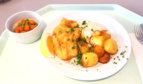 Breaded redfish filet with remoulade & roast potatoes / Rotbarschfilet im Backteig mit Remoulade & Röstkartoffeln
