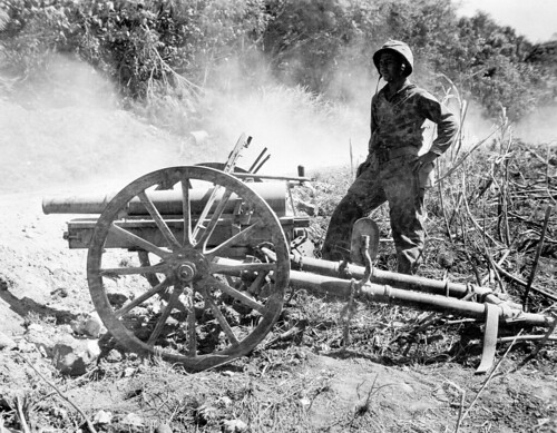 Marine from the 2nd Division with a captured  Japanese 75 mm mountain gun Type 41 (1908) on the island of Saipan 1944..