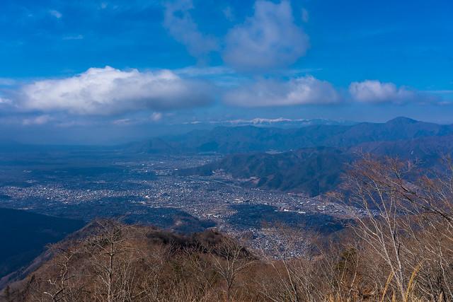 南アルプスと富士吉田の街