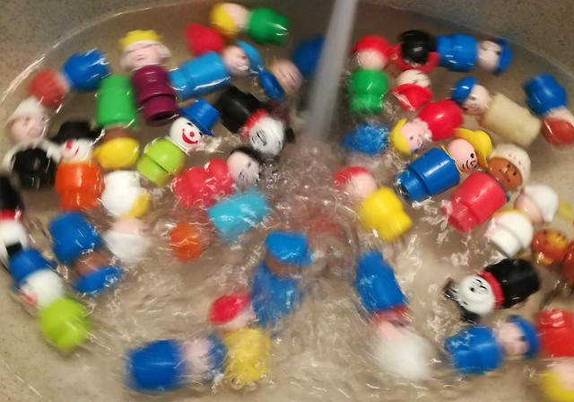 Fisher-Price Little People Splashing and Playing in their Bath Water
