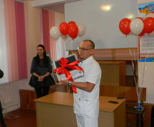 Рівненському пологовому волонтери подарували обладнання