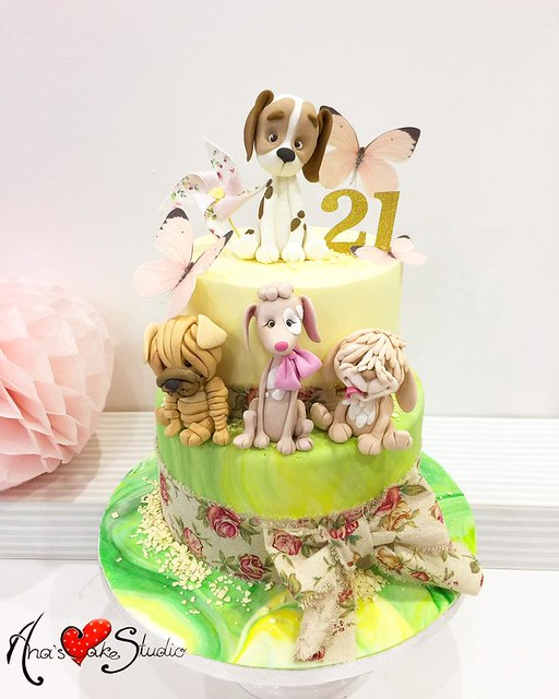 Cake by Ana's Cake Studio