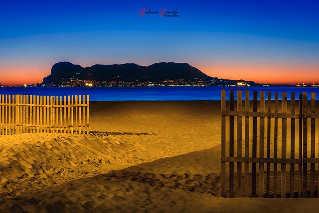 Gibraltar al amanecer.