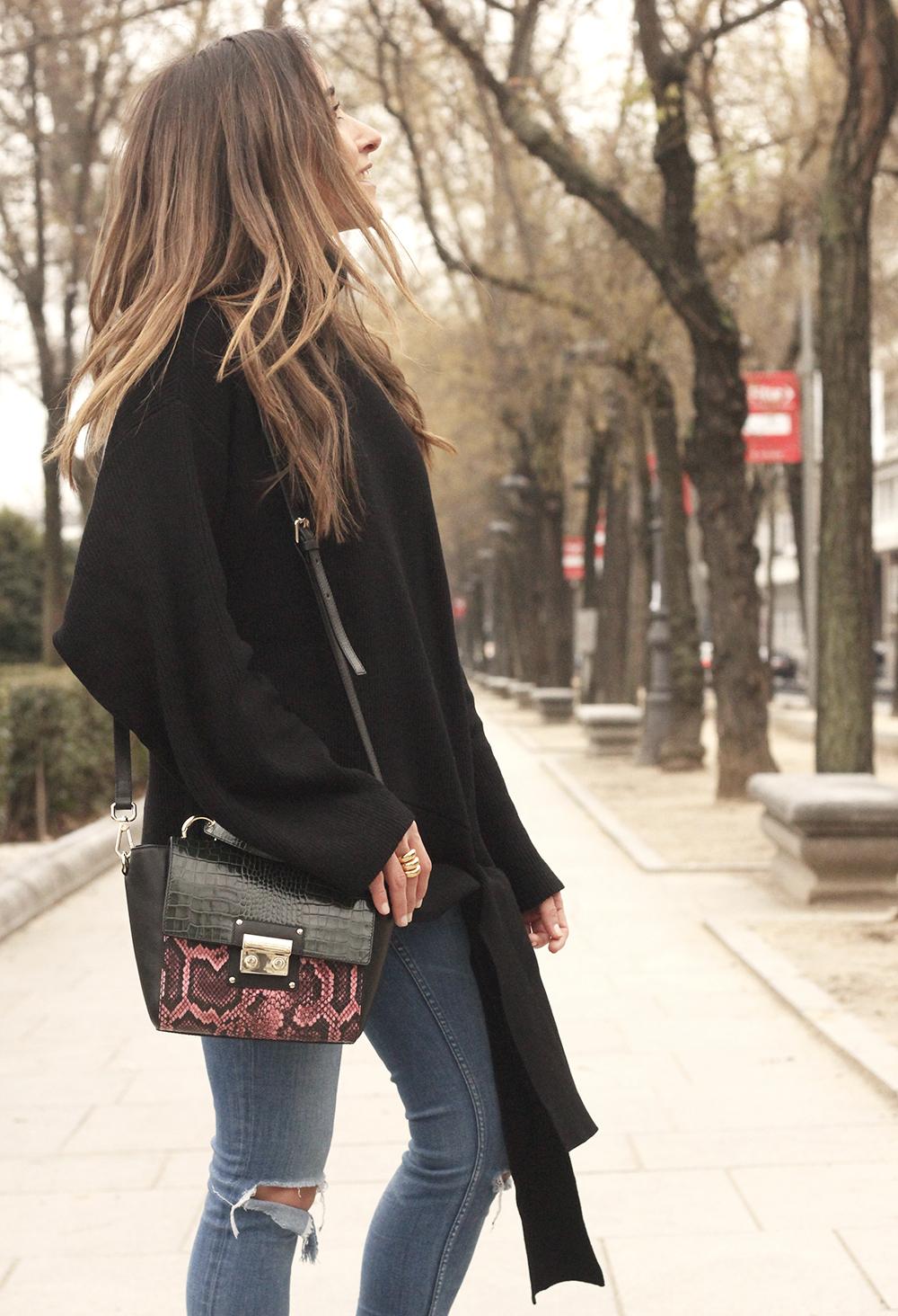 Black turtleneck sweater Uterqüe black ankle boots winter oufit 201813