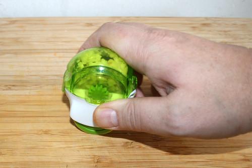 32 - Knoblauch zerkleinern / Mince garlic