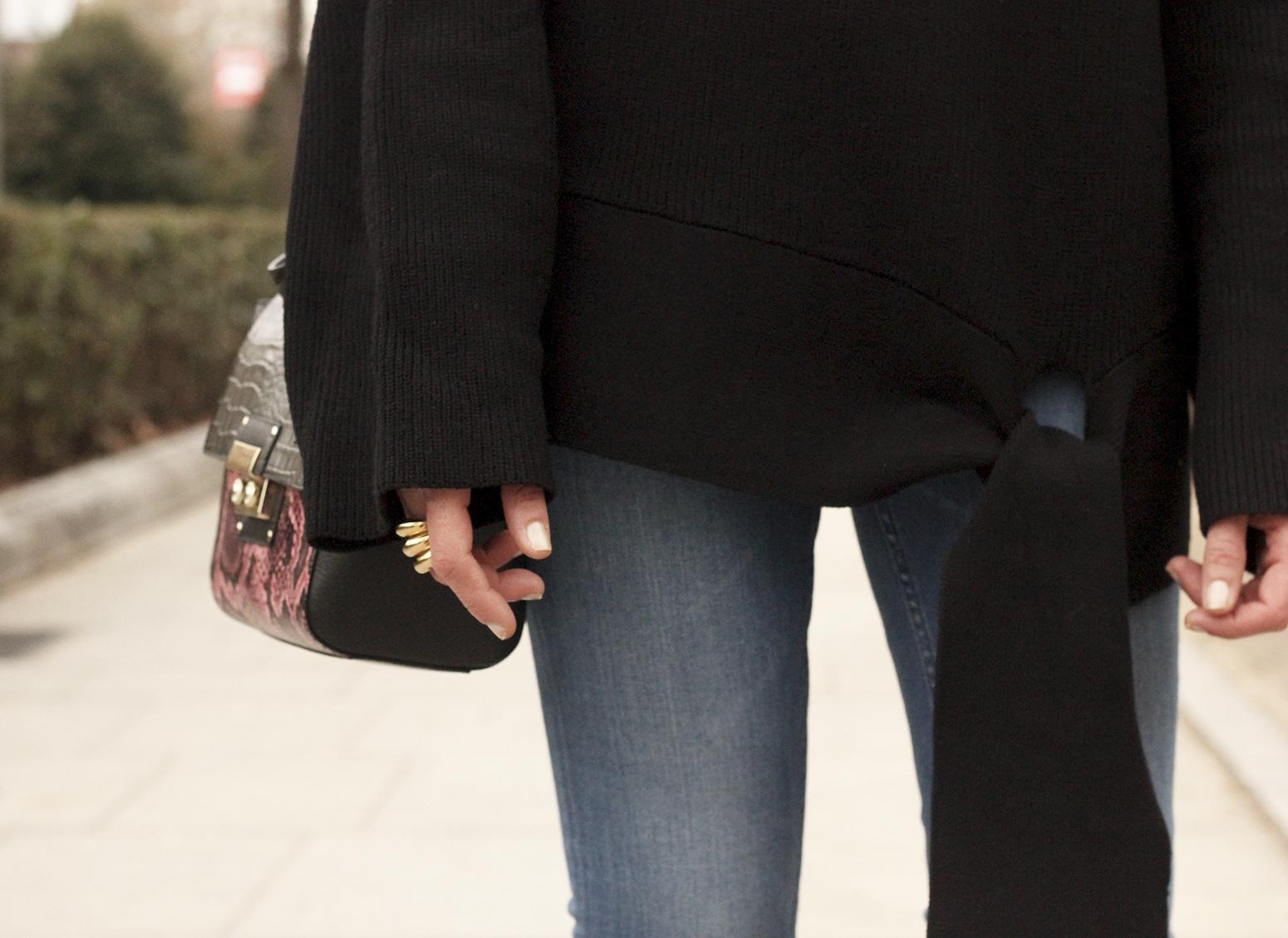 Black turtleneck sweater Uterqüe black ankle boots winter oufit 201809