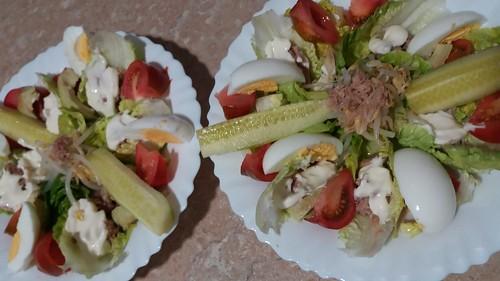 Dos ensaladas en casa