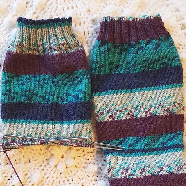 socks that don't match perfectly are best! 😄 . . . . . #knittersofinstagram #socktawk #sockknittersofinstagram #craftastherapy #patonskroy #makersgonnamake #yarnspirations