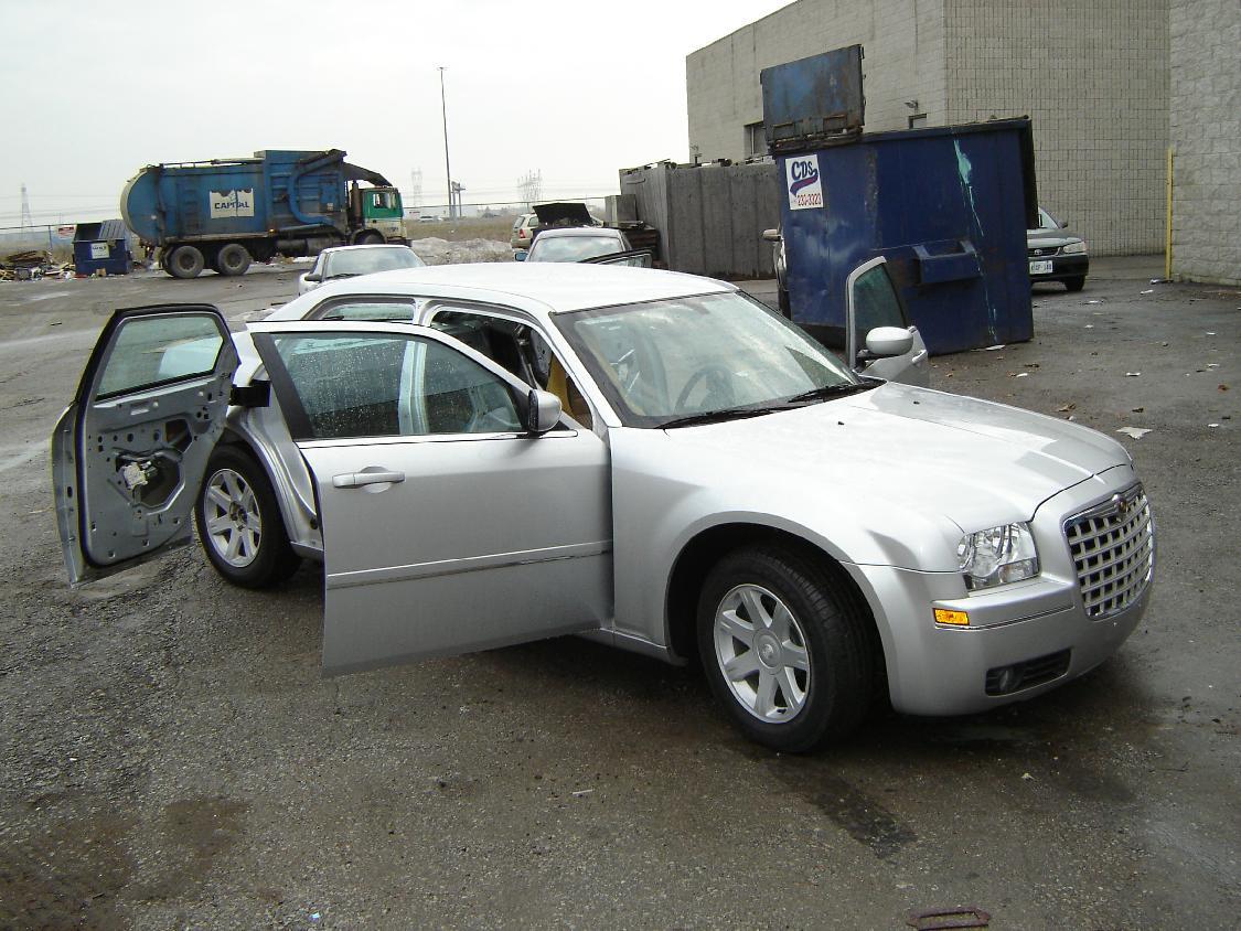 Chrysler 300C - 1/25 - AMT/ERTL 39282620904_928061deae_o