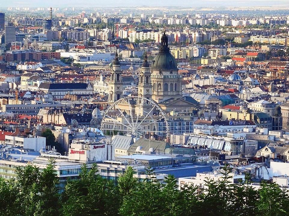 Vue sur le quartier de Pest à Budapest.