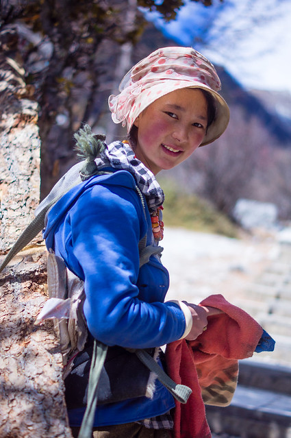 Ethnic Tibetans in Daocheng, Sony DSLR-A580, Sony DT 50mm F1.8 SAM (SAL50F18)