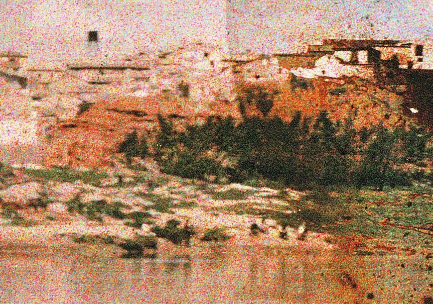 Alcaén en las inmediaciones de las Covachuelas visto desde la playa de Safont en mayo de 1914. Autocromo de Manuel Amuriza López.