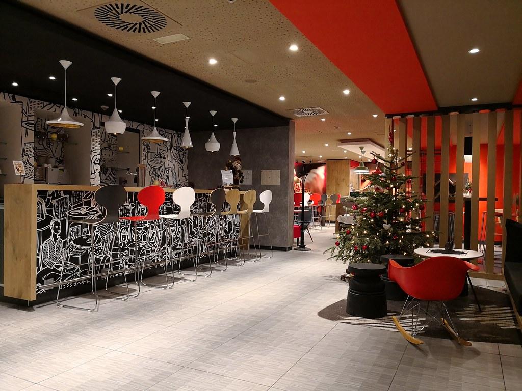 Lobby cafe and bar