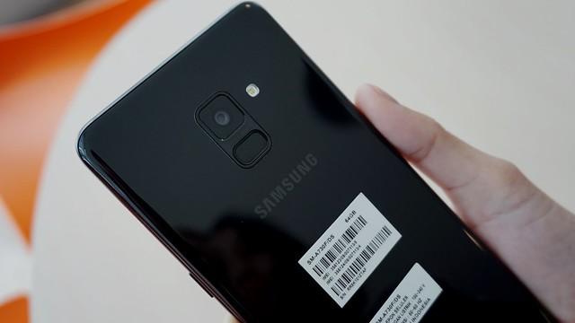 Kamera belakang dan fingerprint scanner Galaxy A8 Plus (Liputan6.com/ Agustin Setyo W)