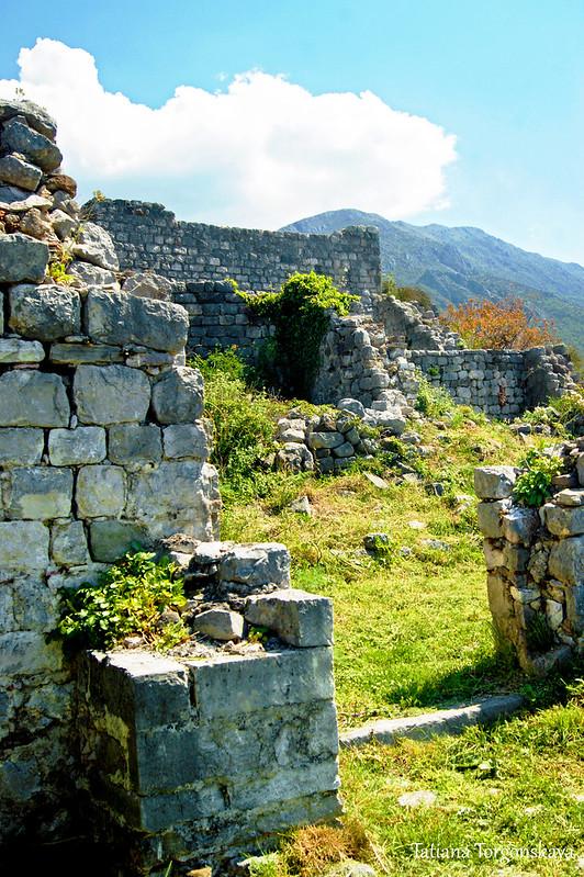 Пейзаж с руинами Старого Бара