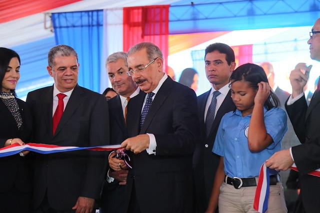 El presidente Danilo Medina entrega tres centros educativos en Moca