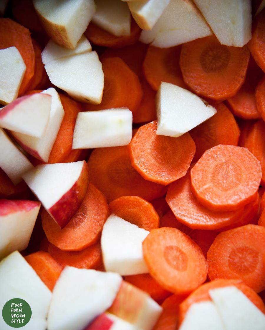 Cream of carrot soup with caraway seeds and apples / Zupa krem z marchewki z kminkiem i jabłkami
