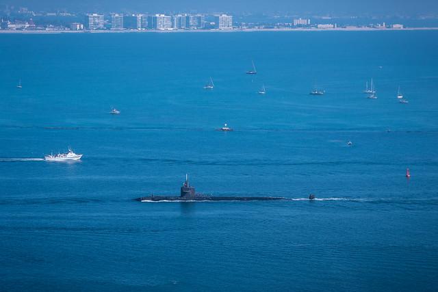 Submarine coming in, Panasonic DMC-GX8, Lumix G Vario 14-140mm F3.5-5.6 Asph. Power OIS