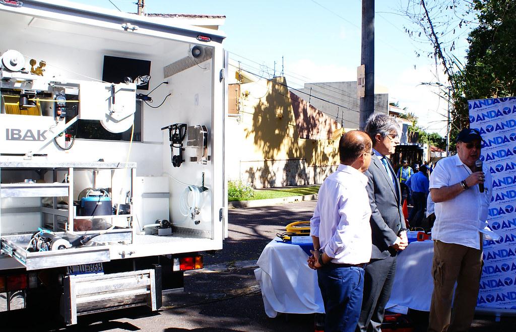 Presentación de equipo de detección de fugas, cárcavas subterráneas y ubicación de tuberías en la residencial Cumbres de Cuscatlán.
