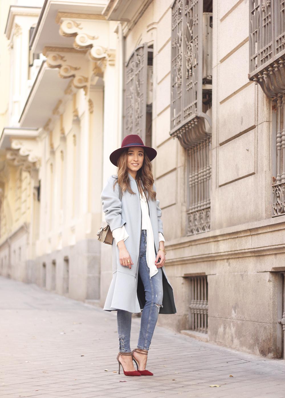 blue coat uterqüe abrigo azul gucci bag burgundy heels winter outfit street style fashion02