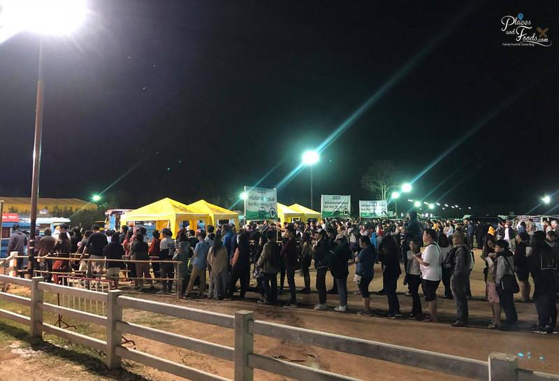 singha park hot air balloon 2018 queue for tuk tuk
