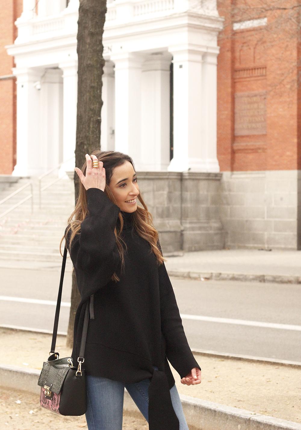 Black turtleneck sweater Uterqüe black ankle boots winter oufit 201804