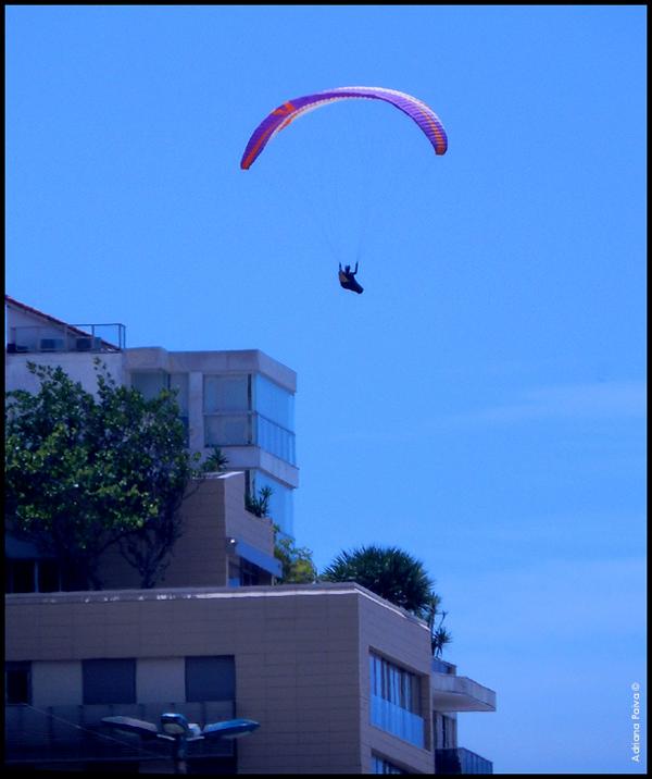Paraglider rumo ao Arpoador