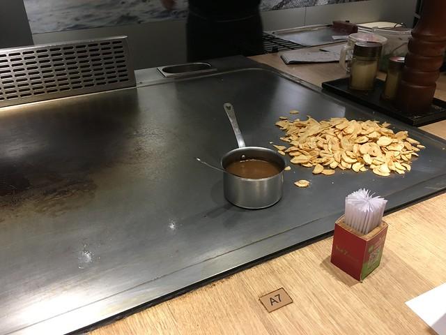 看到蒜片覺得期待~@桃園hot 7新鉄板料理