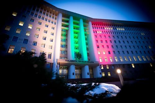 16.02.2018 Iluminarea clădirii Parlamentului în culorile drapelului Lituaniei