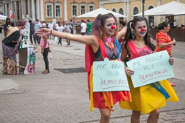 Jovens realizam ato de apoio a Lula em Porto Alegre