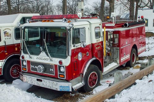 smack53 firetrucks fireengines fireapparatus mack mackfireengine vehicle apparatus motorvehicles snow winter wintertime winterseason oakland newjersey fuji fujifilm fujifinepixa805 finepix