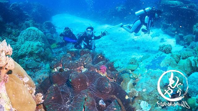 巨大シャコ貝と記念撮影♪