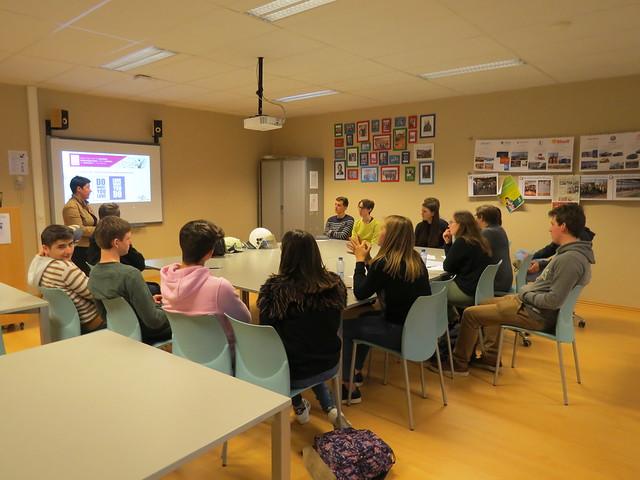 Karlijn Van Briel, Business Development Manager van Zweko Optics laat 5 M&Ma kennismaken met de wereld van de 'helmvizieren'.