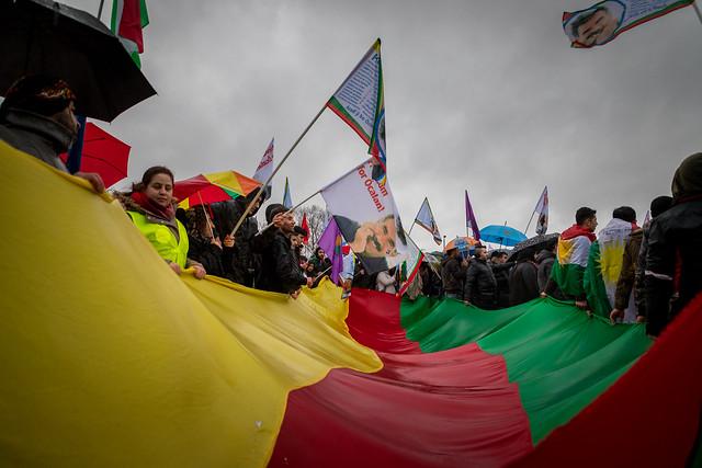 """Antikriegsdemo nach türkischen Militärschlägen: """"Afrin ist nicht allein"""""""