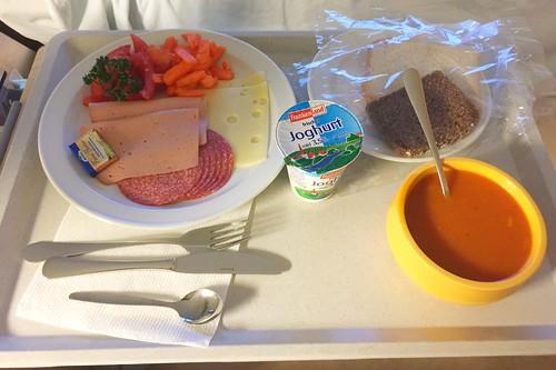 Tomato cream soup, bread, cold cuts & cheese / Tomatencremesuppe, Brot, Aufschnitt & Käse