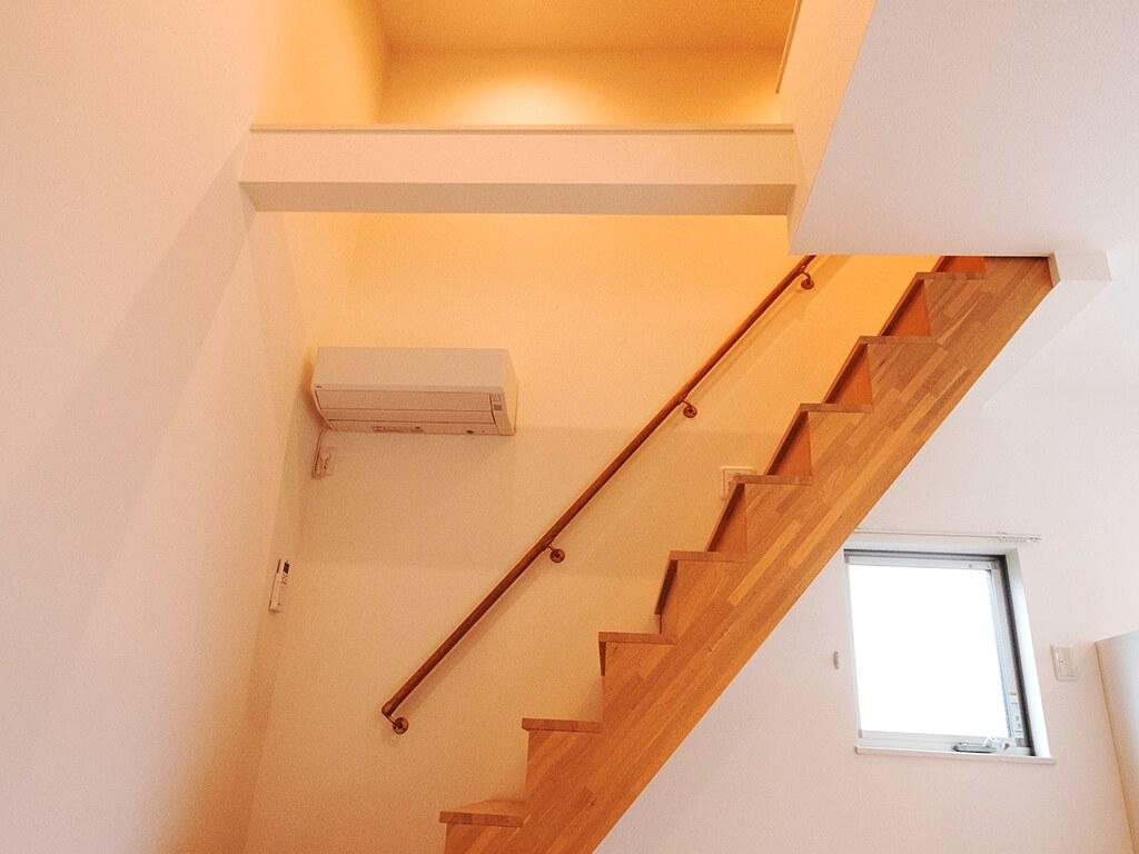 居室からロフトへの階段