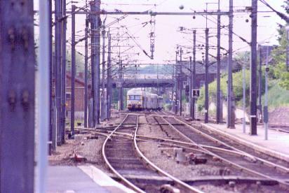 VB2N Nord Pas de Calais avec BB 16500 en pousse arrive de Lille Flandres à son terminus la gare de Jeumont.