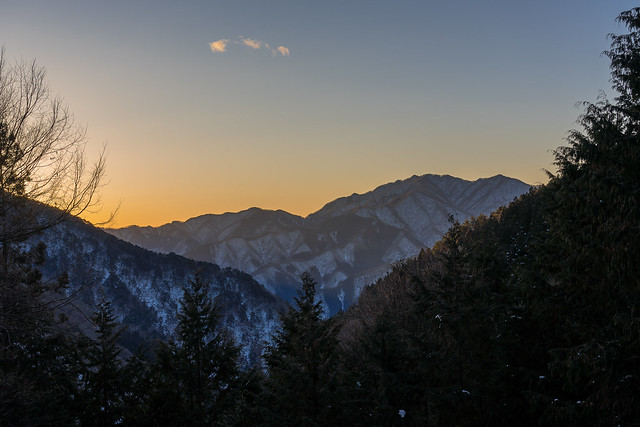 朝焼けと三頭山