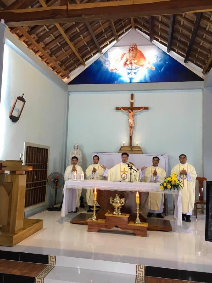 Tân linh mục dâng thánh lễ tạ ơn tại giáo họ Ba Tơ