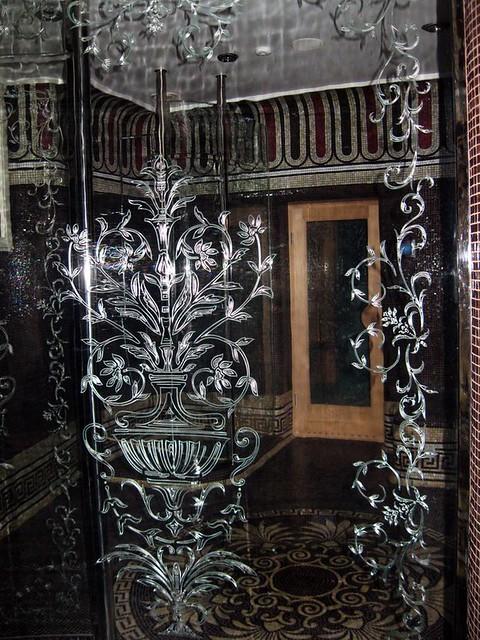 ohýbané sklo do sprchy