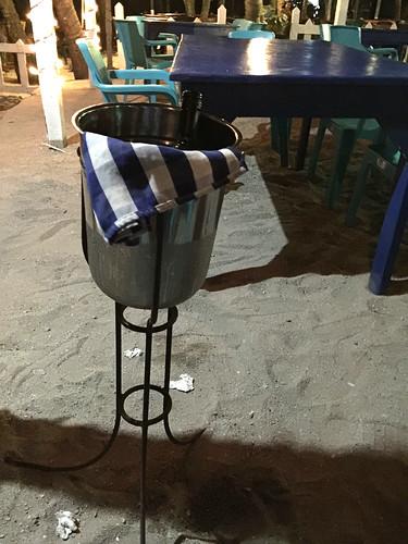 40 - Cooled red wine / Rotwein im Kühler - Restaurant Marlin Azul - La Romana