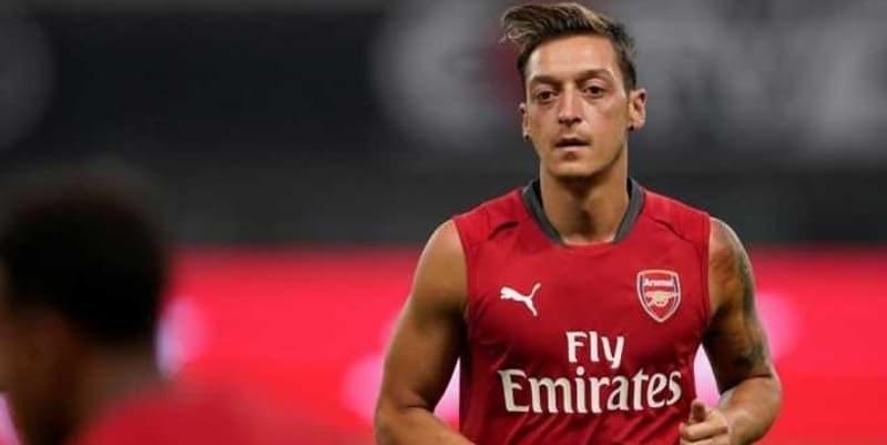 Mesut Ozil Perpanjang Kontrak Di Arsenal Karena Aubameyang