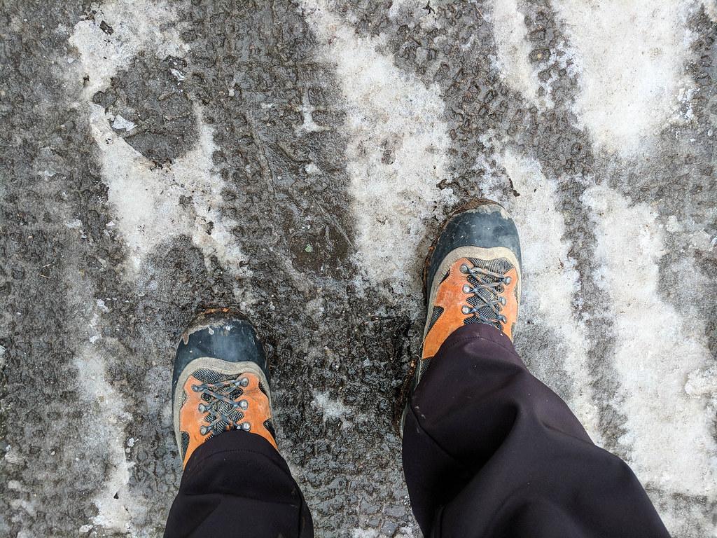 Wandern durch und Matsch und Eis
