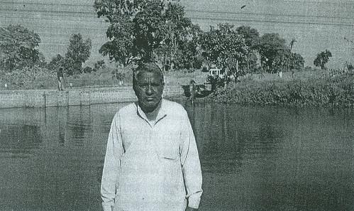 फानिया में जनसहयोग से बनाया स्टॉपडेम। पानी समिति अध्यक्ष श्री धासीराम पटेल