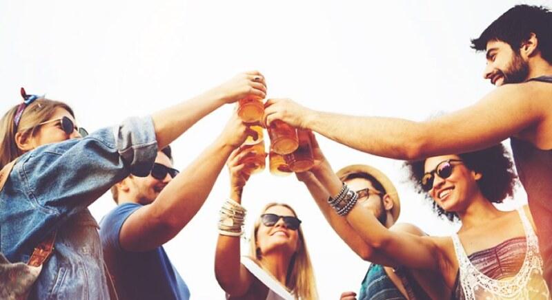 Uống rượu bia nhiều, ăn uống thất thường dễ bị viêm đại tràng