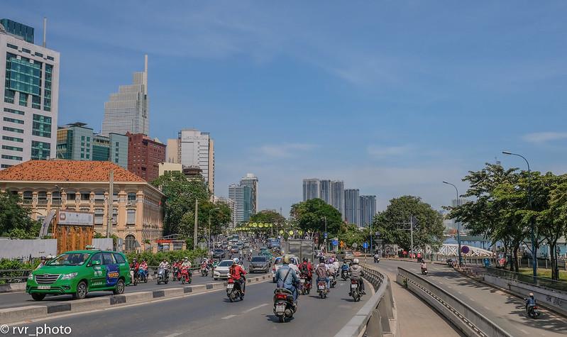 Avenida orilla del río, Saigón, Vietnam