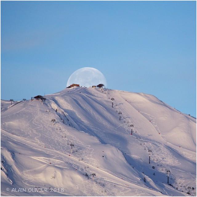 Coucher de lune ce matin 26164334838_554bf3c9df_z