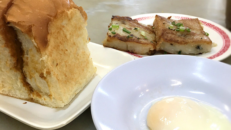 喜園咖啡店のカヤトーストとキャロットケーキ